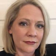 Dr. Angela Rasmussen headshot