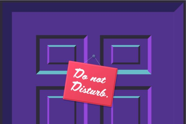 Illustration (close-up) of a door with a do not disturb sign.