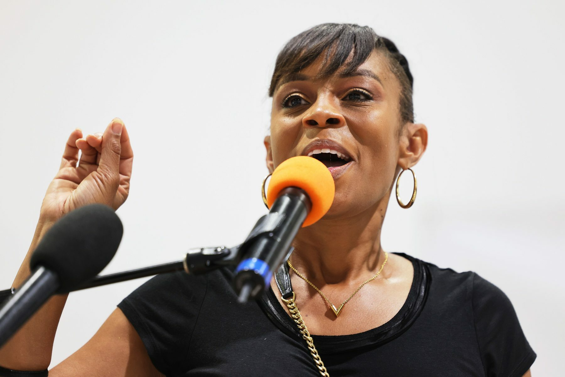 Shontel Brown speaking into a microphone.